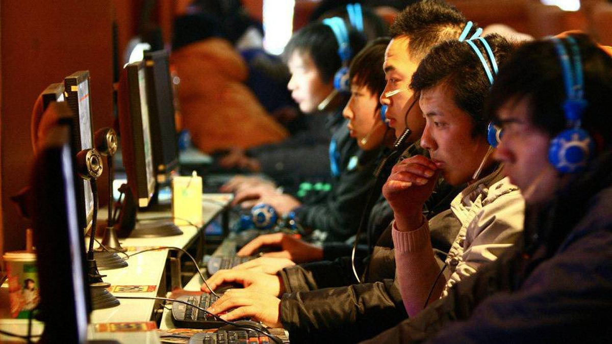 Chinese use computers at an Internet cafe in Fuyang in central China's Anhui province.
