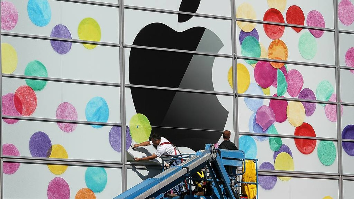 Workers apply the Apple logo the outside of the Yerba Buena Center for the Arts on February 28, 2011 in San Francisco, California. Apple is preparing to launch the iPad 2 at a special event to be held on March 2 at the Yerba Buena Center for the Arts.