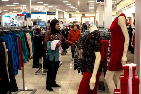 USA consumer spending rises; savings drop to 10-year low