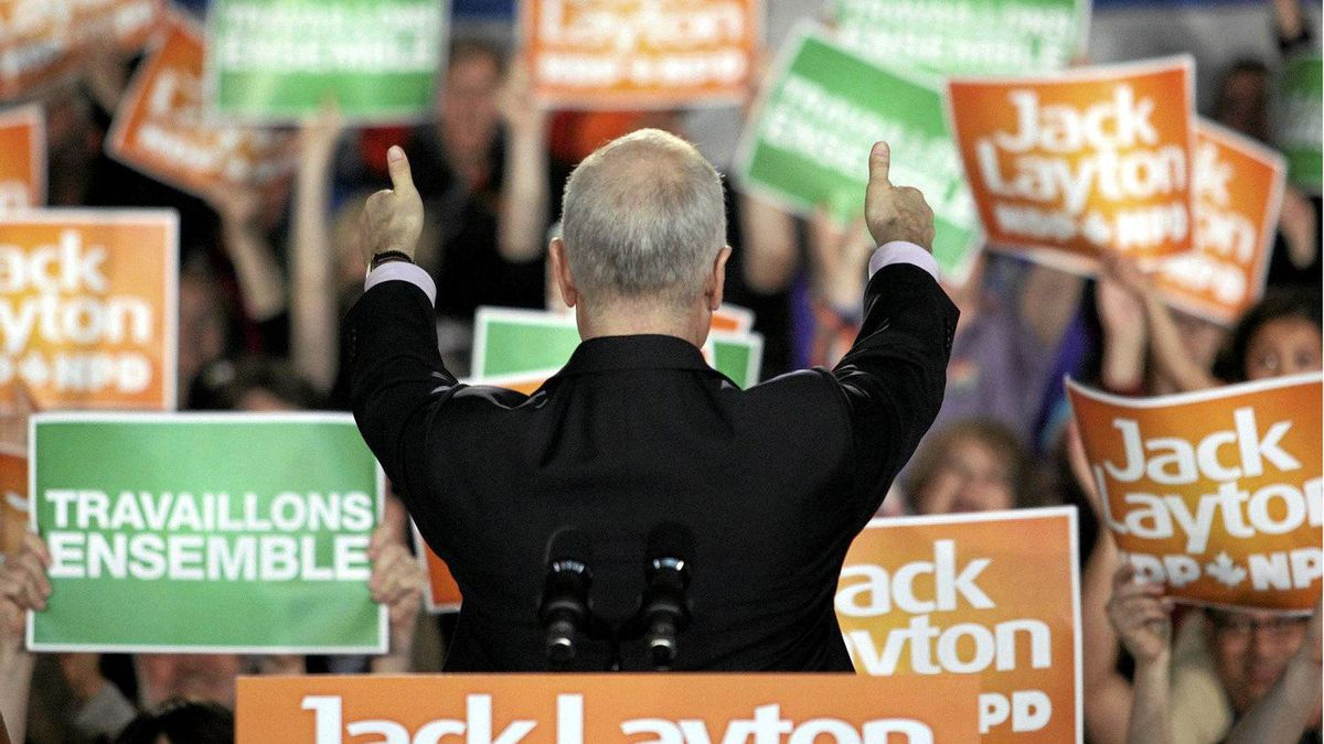 New Democratic Party (NDP) leader Jack Layton gives thumbs up to the crowd at a campaign rally in Gatineau, Quebec, April 25, 2011. Canadians will go to the polls in a federal election on May 2.