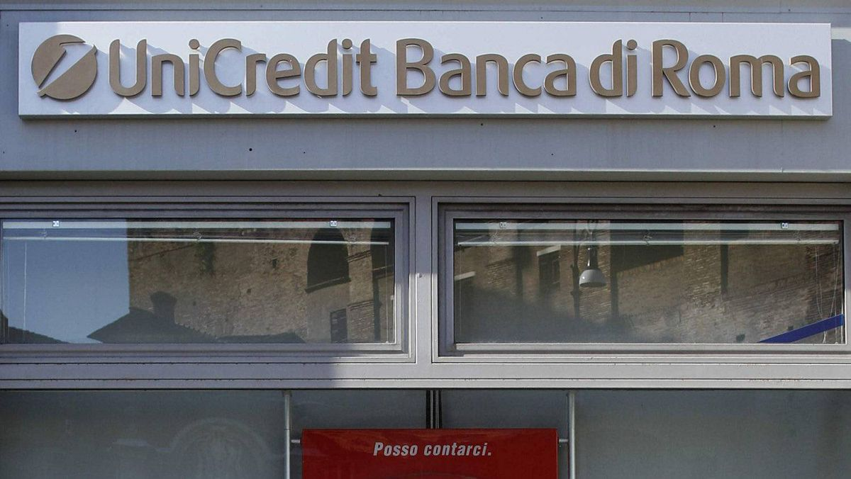 A UniCredit bank branch in Rome November 10, 2011.