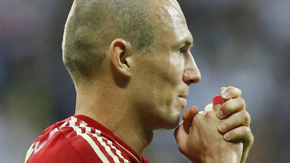 Bayern's Arjen Robben reacts during the Champions League final soccer match between Bayern Munich and Chelsea in Munich, Germany Saturday May 19, 2012. (AP Photo/Matt Dunham)