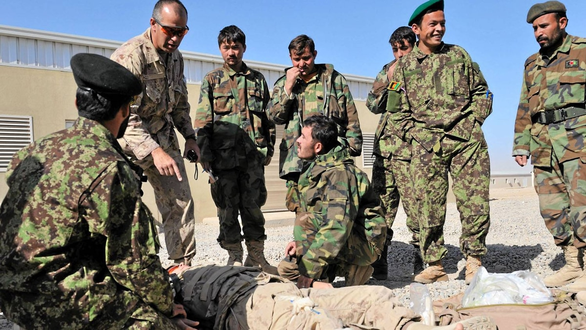 Chief Warrant Officer Christopher Moffat, from the Canadian Operational Mentor and Liaison Team, debriefs soldiers from the Afghan National Army upon completing a training scenario.