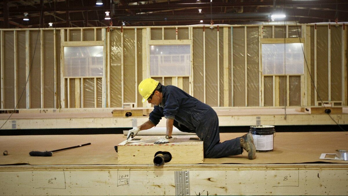 The building of work camps is favoured by local municipalities, which would prefer to see workers move to the oil sands rather than fly in and fly out.