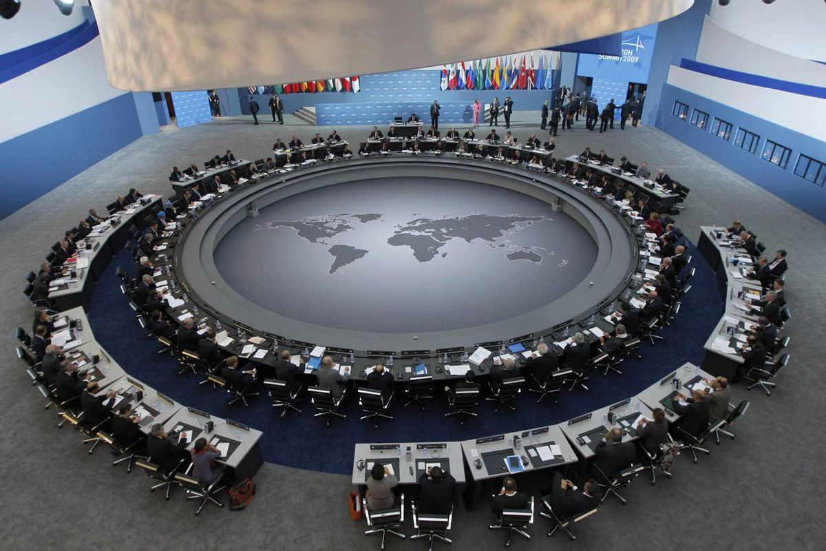 The leaders of the G20 Summit gather around the meeting table for the first plenary session of the summit in the Pittsburgh Convention Center in Pittsburgh, Pennsylvania, September 25, 2009.