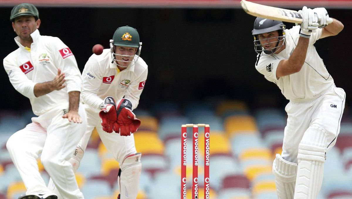 New Zealand's Dean Brownlie (R) hits a shot past Australia's Ricky Ponting (L) as keeper Brad Haddin looks on during their first test cricket match at the Gabba in Brisbane December 4, 2011. Australia won by nine wickets. REUTERS/Jason O'Brien