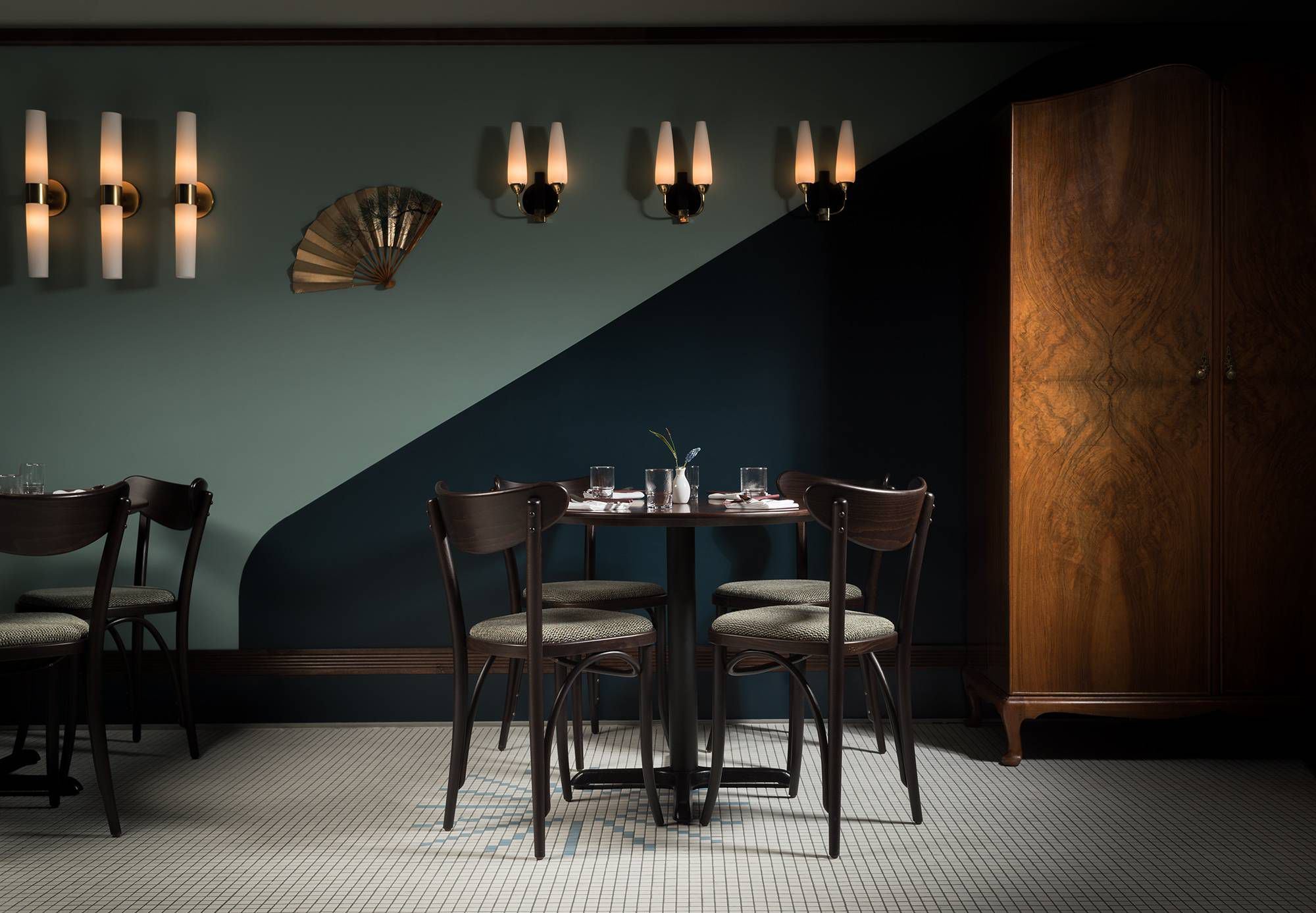 How Restaurant Lighting Helps Set The Mood And Makes You