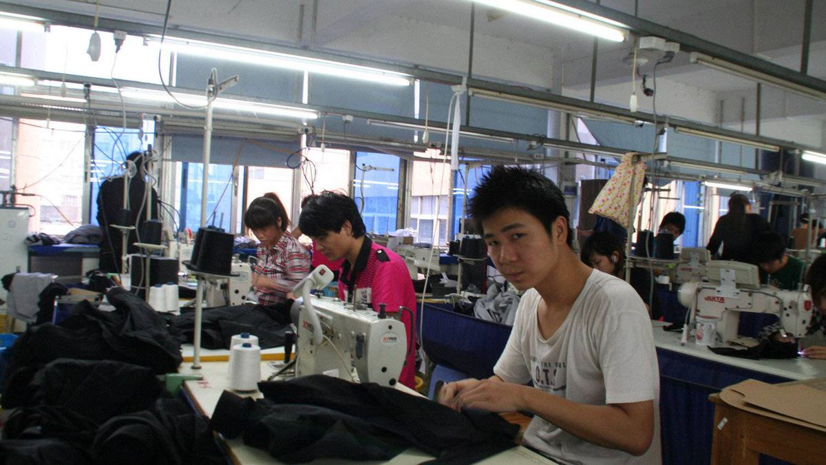 Workers at Wenzhou Sinoman Clothing.