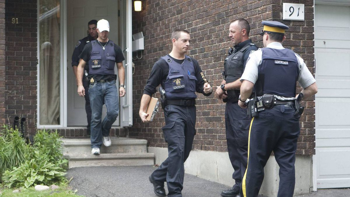 Police leave a house in the west end of Ottawa, Wednesday August 25, 2010. The RCMP have arrested two Ottawa residents in relation to terrorist offences following a raid on a west-end Ottawa home early Wednesday.The Mounties say they are executing search warrants in connection with the case and they expect more arrests.