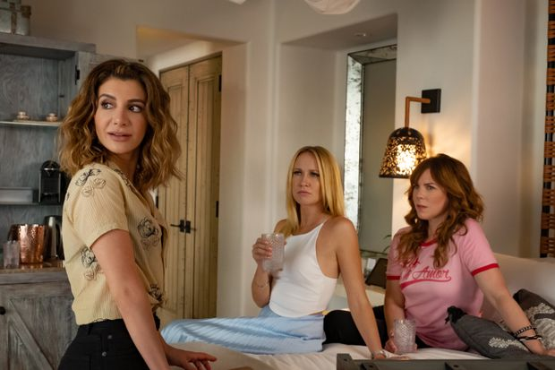 Review Netflix Rom Com Desperados Asks If You Can Hear Nasim Pedrad And Dolphins Cry The Globe And Mail