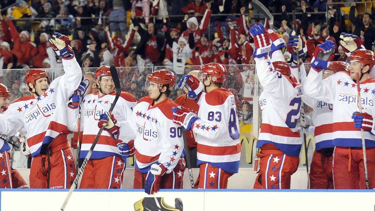 The Washington Capitals bench celebrates the second period goal of teammate Mike Knuble against Pittsburgh Penguins in the NHL's Winter Classic hockey game at Heinz Field in Pittsburgh, Pennsylvania January 1, 2011. REUTERS/David Denoma