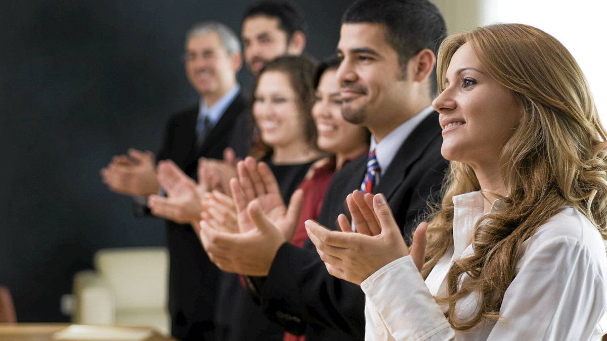 File #: 6684238 Business group congratulating. Business people clapping. Credit: Aldo Murillo / iStockphoto (Royalty-Free) Keywords: Business, Meeting, Presentation, Success, People, Business Person, Leadership, Office, Applauding, Team