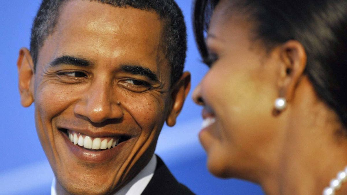 U.S. President Barack Obama talks with first lady Michelle Obama as they arrive at the Phipps Conservatory for an opening reception and working dinner for heads of delegation at the G20 Summit in Pittsburgh, Pennsylvania September 24, 2009.