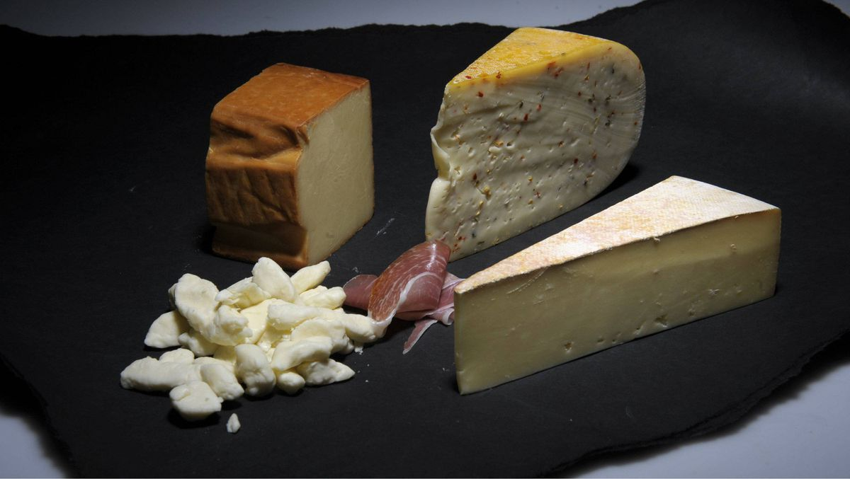 Hercule de Charlevoix is bottom right, Jalapeno Thunder Oak Gouda is top right, Provincial smoke is top left and cheese curds bottom left.