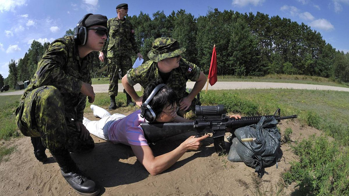 A visitor to CFB Borden learns how to hand the C7 assault rifle.