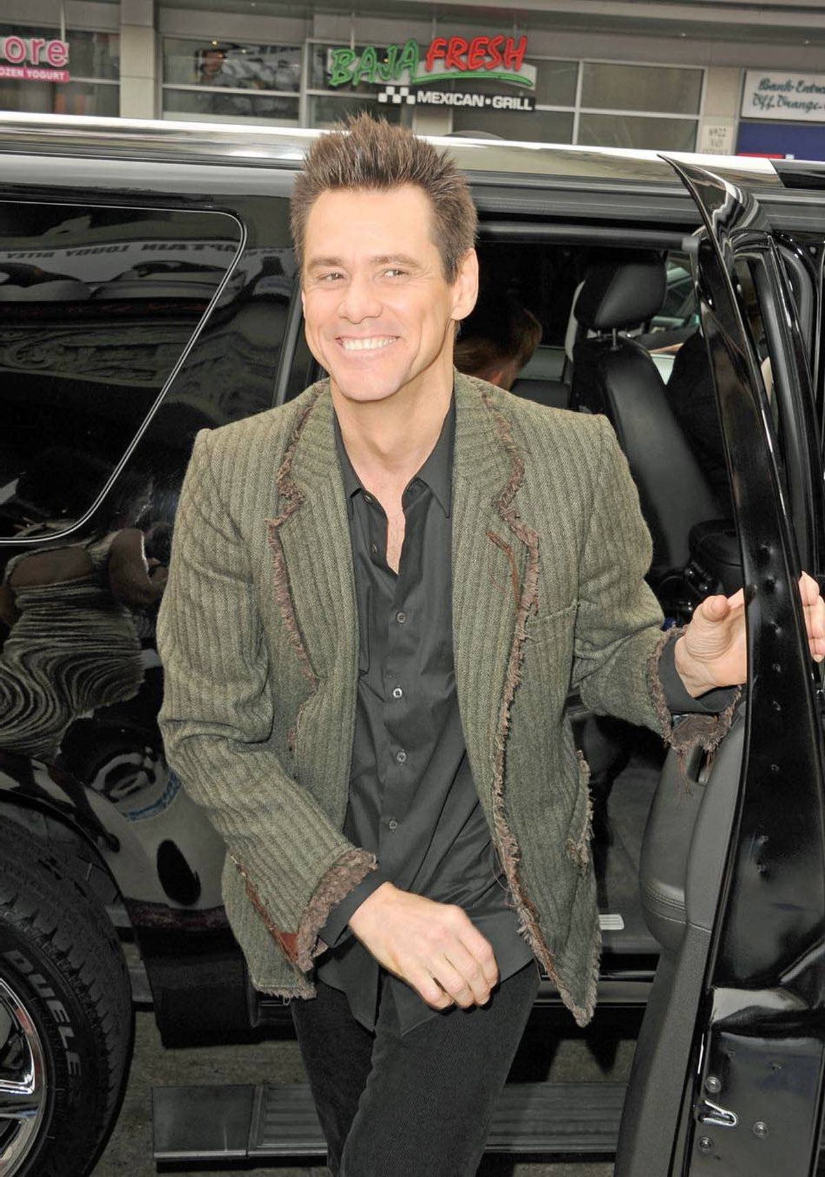 Jim Carrey arrives at the premiere of 20th Century Fox's Mr. Popper's Penguins held at Grauman's Chinese Theatre on June 12, 2011 in Hollywood.
