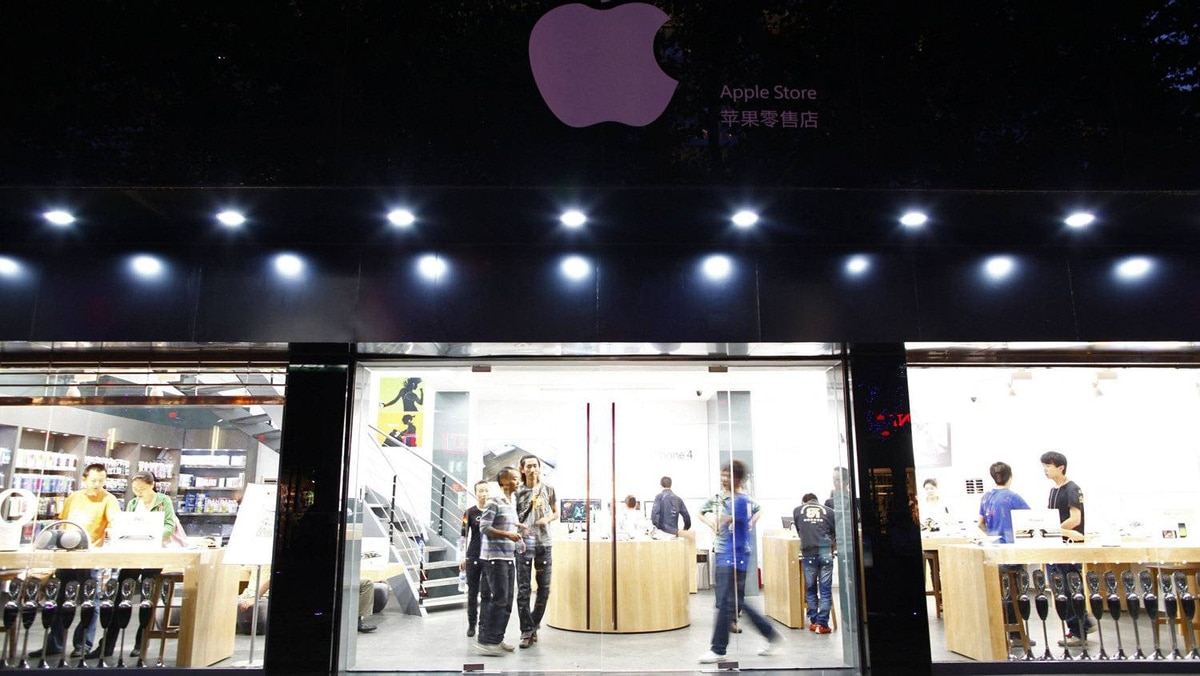 Customers and employees are seen from the exterior of a fake Apple Store in Kunming, Yunnan province July 22, 2011.