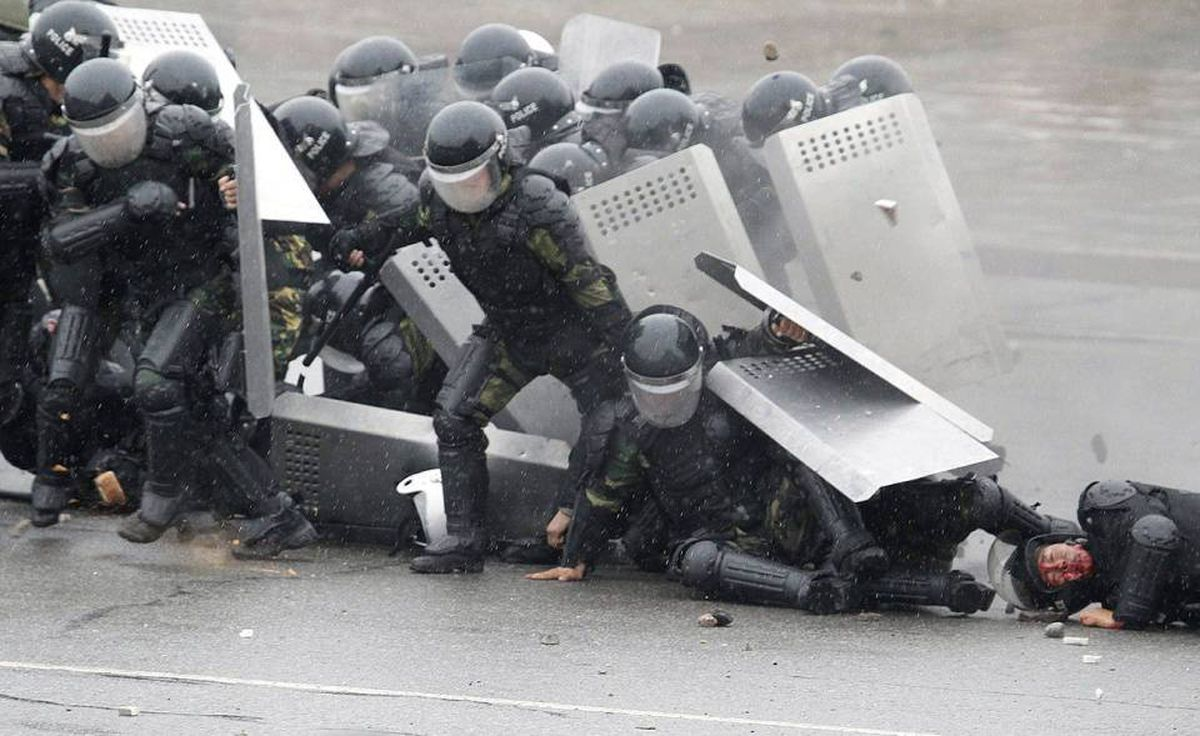 Kyrgyz riot police come under attack from demonstrators in Bishkek, Kyrgyzstan, Wednesday, April 7, 2010.