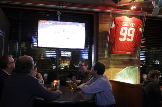 Eyewitness to many hockey memories: Iconic Gretzky's sports bar in Toronto set to close