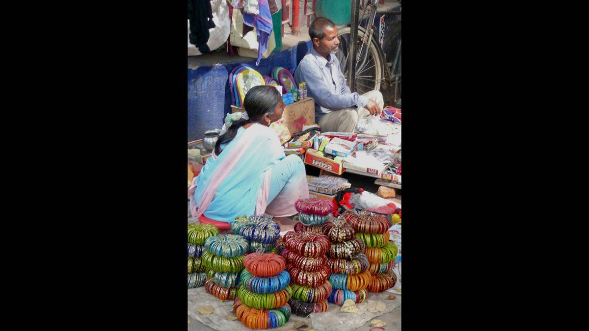 Linda Sangwine photo: Bangles Galore! Any colour, any size. Street stand in Bodh Gaya, India. Taken in February 2010