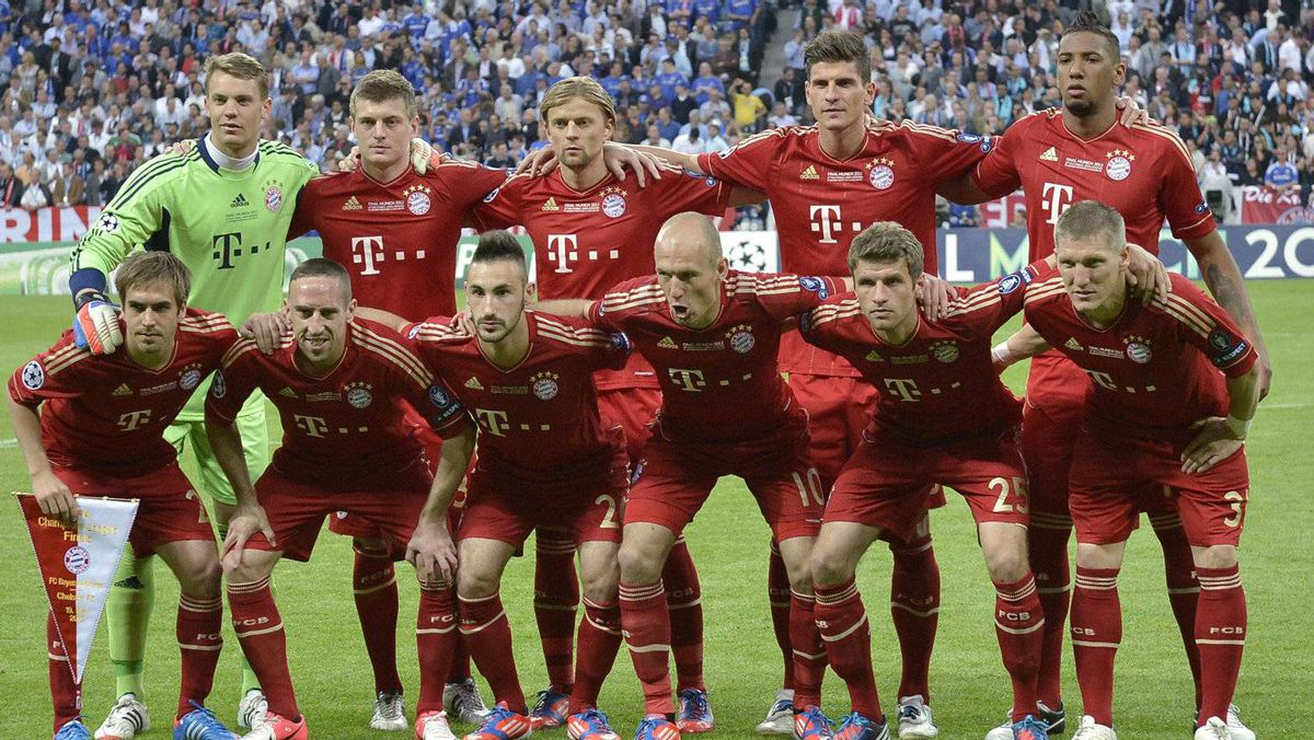 Bayern Munich pose prior to the Champions League final soccer match between Bayern Munich and Chelsea in Munich, Germany Saturday May 19, 2012. Back row, standing, from left, Manuel Neuer, Toni Kroos, Anatoliy Tymoshchuk, Mario Gomez and Jerome Boateng. Front row, from left, Philipp Lahm, Franck Ribery, Diego Contento, Arjen Robben, Thomas Mueller and Bastian Schweinsteiger. (AP Photo/Martin Meissner)
