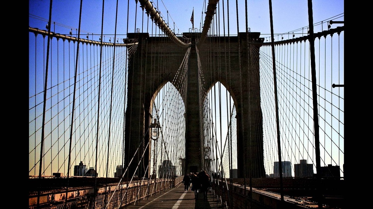 Kaitlyn Little photo: Brooklyn Bridge - Picture of Brooklyn Bridge taken November 28 2010, in New York City, stunning architecture that combines function and 18th century design.