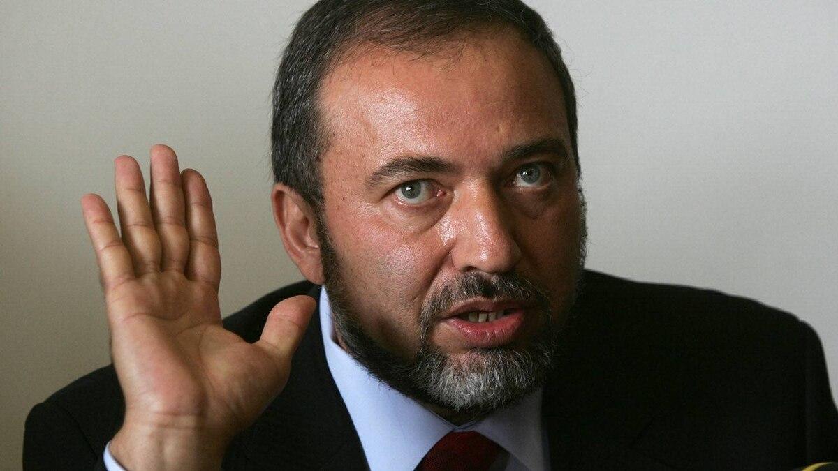 Avigdor Lieberman talks during a party meeting in Jerusalem 23 October 2006.