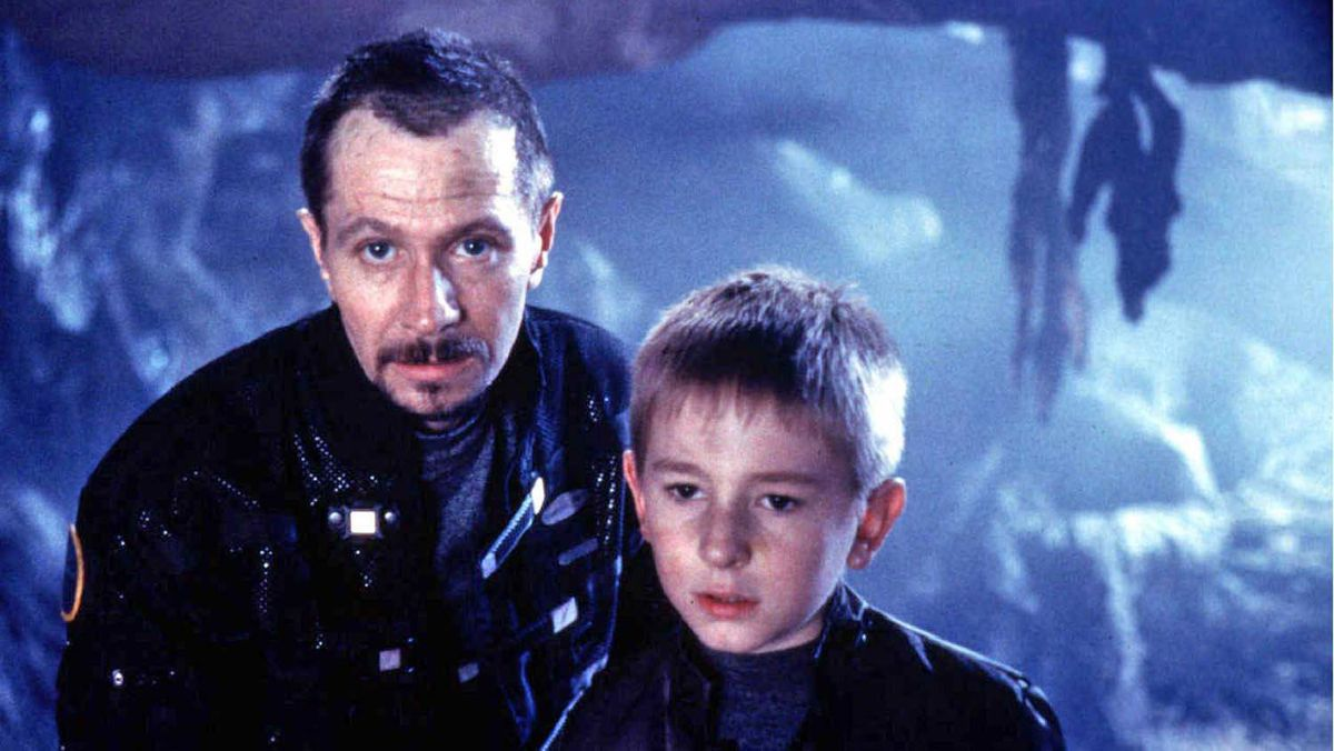 Gary Oldman (left) and Jack Johnson in Lost In Space (1998).