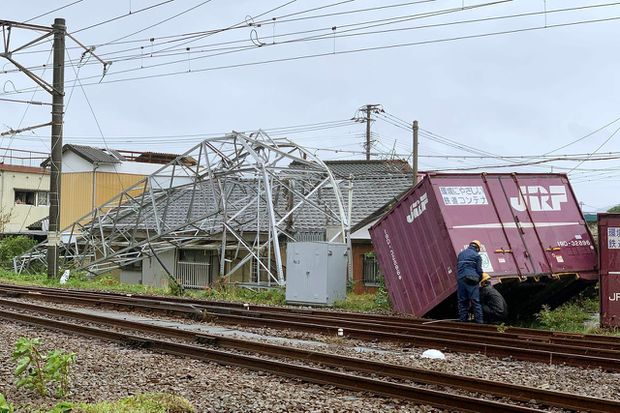 Typhoon heads to northeast Japan after some damage in south