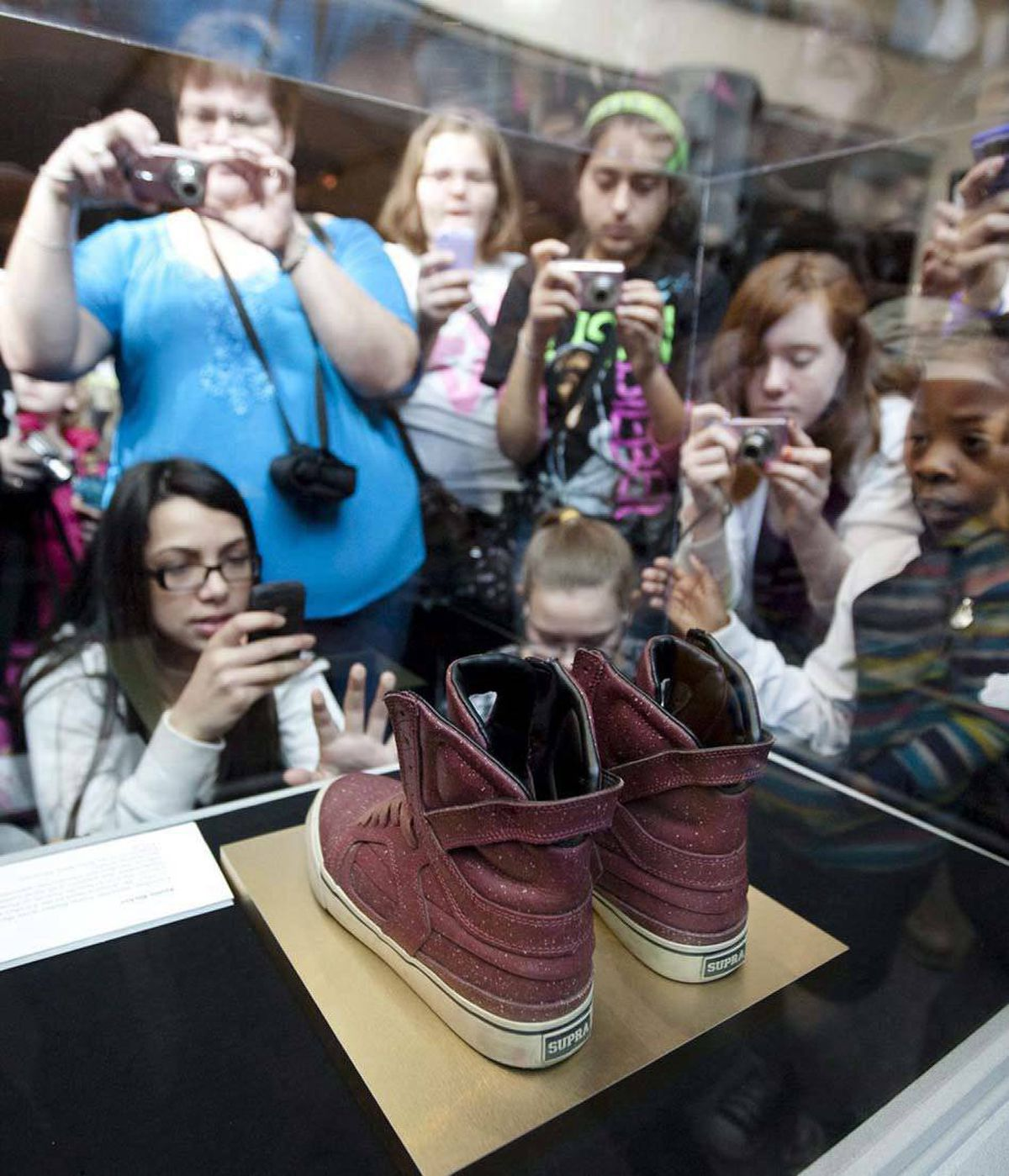 March!! Finally! Justin Bieber's shoes went on display at the Bata Shoe Museum on Toronto on the 14th.