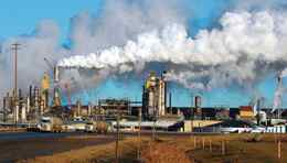 View of the Syncrude oil sands extraction facility near Fort McMurray, Alta