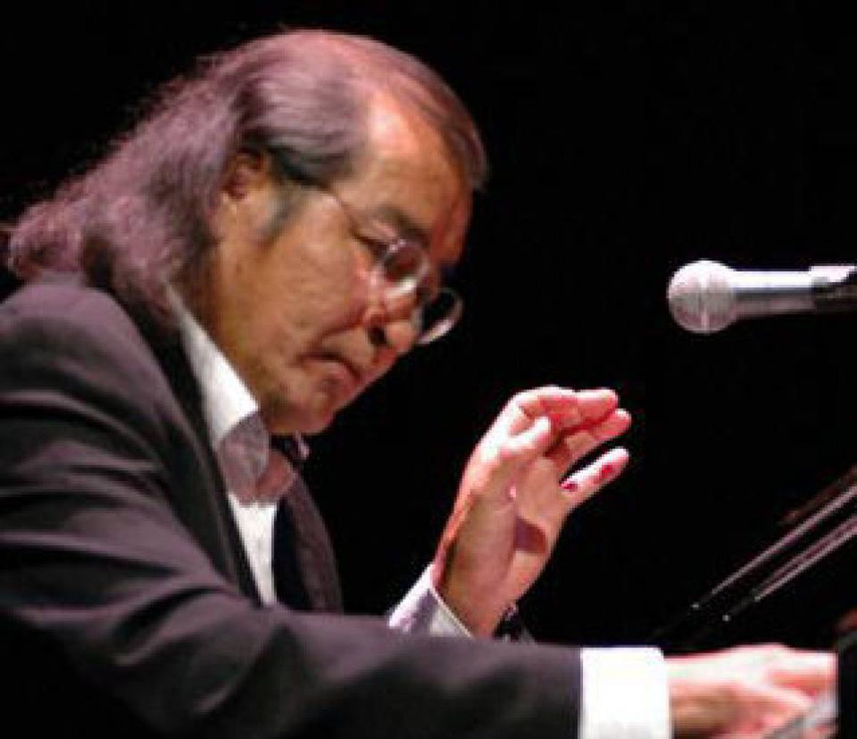 Tomson Highway performs Kisageetin: A Cabaret.