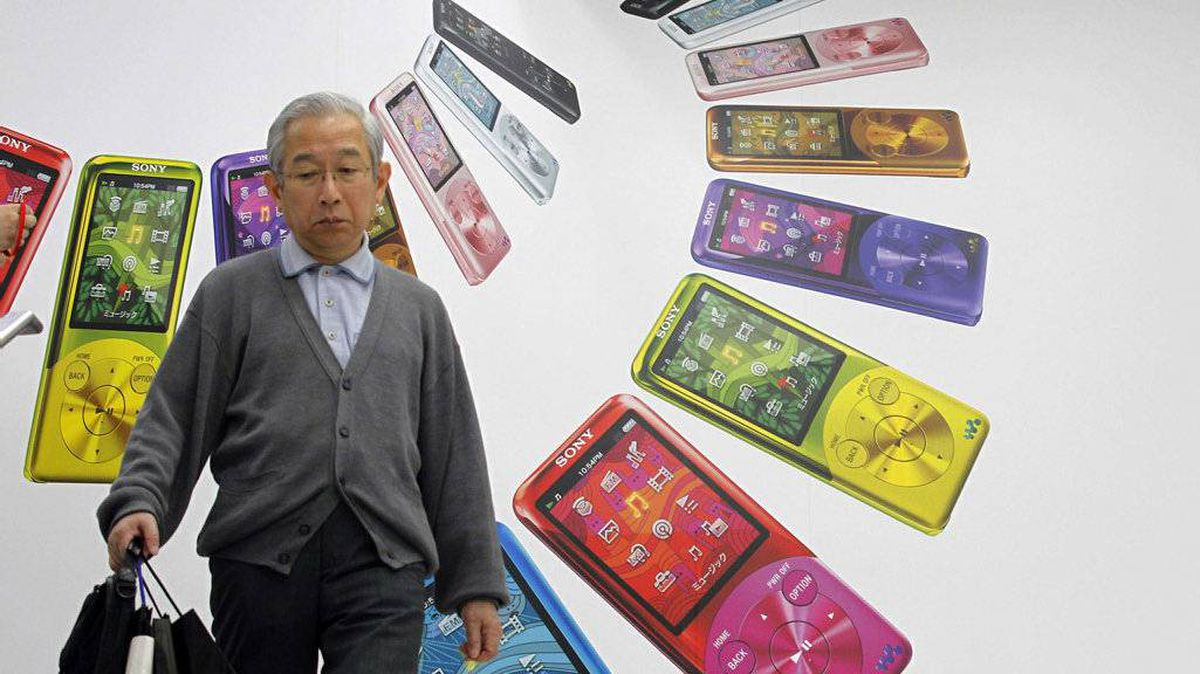 A man walks past an advertisement for Sony Walkmans at an electronic shop in Tokyo May 5, 2011. Sony, despite its iconic brand, remains out of step with the rest of the global technology world and its talent for crowd-pleasing innovation has largely evaporated.