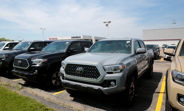 U.S. June auto sales a mixed bag; SUVs, trucks still strong
