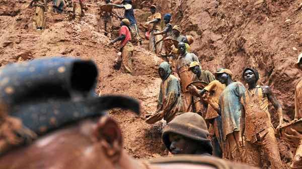 Men work in a gold mine on February 23, 2009 in Chudja, near Bunia, north eastern Congo.
