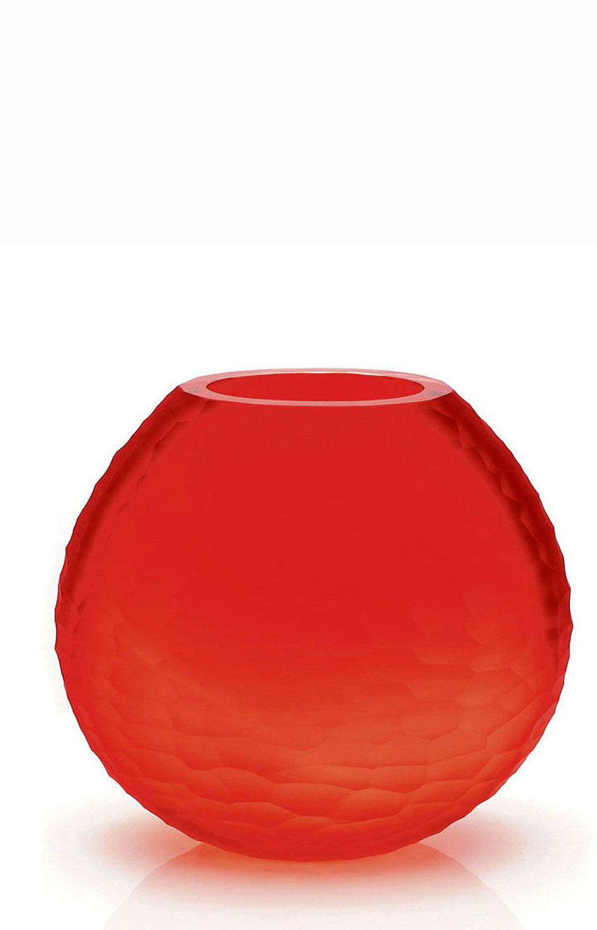 CREATE ARTFUL VIGNETTES Use tangerine when dressing a mantel or coffee table. This sculpted Murano glass vase from the Secret Dawn collection at Birks, rendered in various shades of red and orange, adds a brilliant hand-hewn pop, with or without blooms.