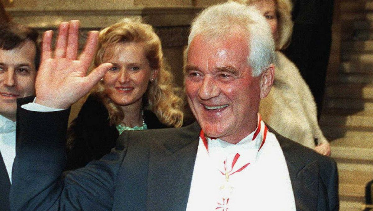 Frank Stronach waves to photographers at the State Opera in Vienna, in Feb., 1999 for the traditional Opera Ball.