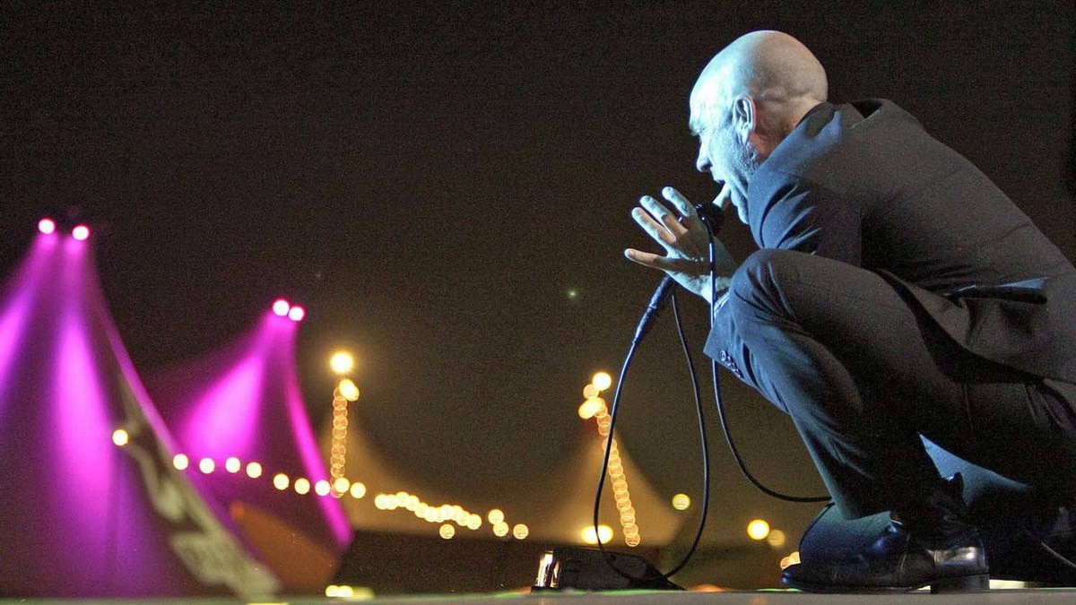 Michael Stipe tells the people of Switzerland that it's okay, Everybody Hurts.
