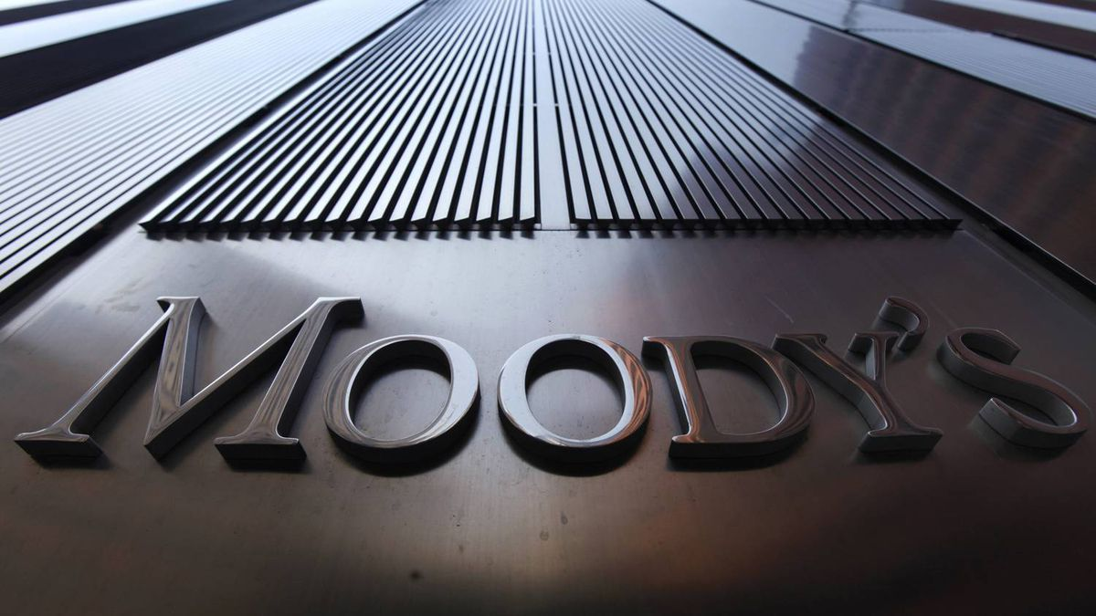A Moody's sign on the 7 World Trade Center tower is photographed in New York August 2, 2011.