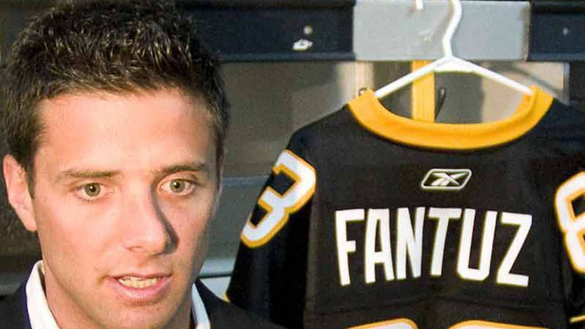 New Hamilton Tiger-Cats receiver Andy Fantuz talks to media in Hamilton, Tuesday, Feb.21, 2012. At just 28, Fantuz suddenly finds himself an elder statesman on the Tiger-Cats receiving corps. THE CANADIAN PRESS/Hamilton Spectator-Cathie Coward