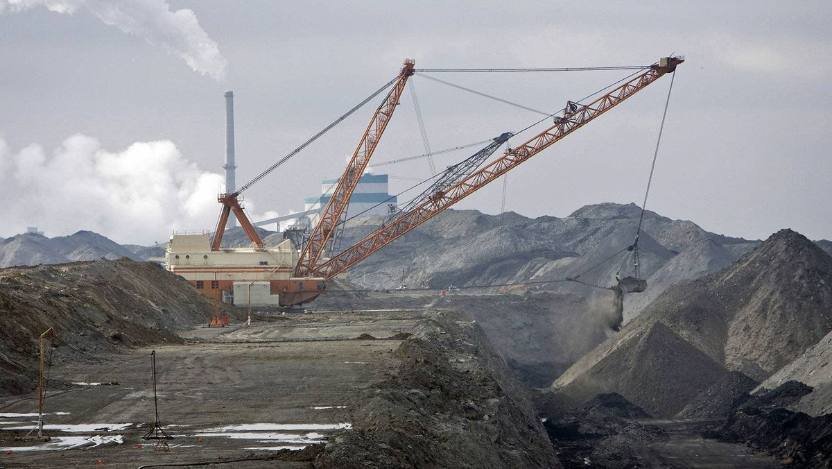 A dragline works in coal pits in front of a SaskPower station near Estevan, Sask., on March 25, 2008.