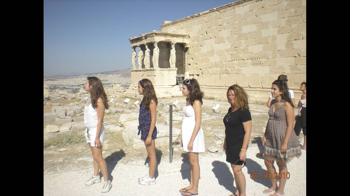 Christos Kyrtsakas photo: In front of the Erecthyon - My goddesses in front of the replicas