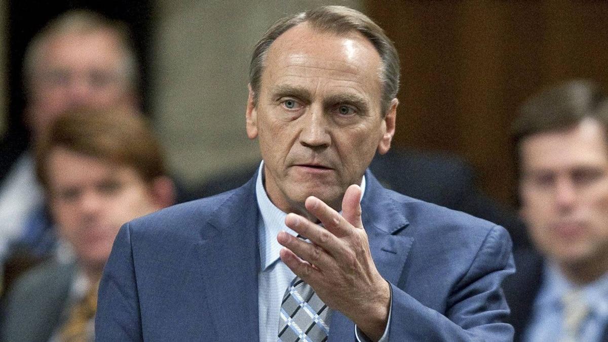 Aboriginal Affairs Minister John Duncan speaks in the House of Commons on Nov. 24, 2011.