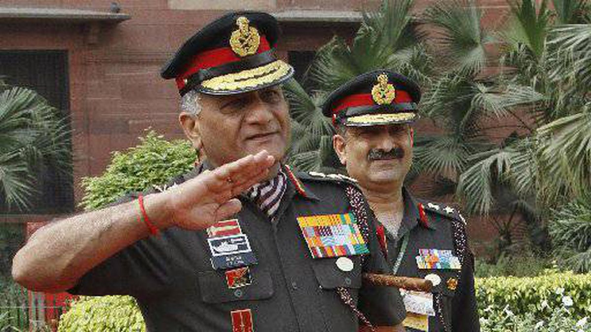 Indian Army chief of staff Vijay Kumar Singh raises his hand to salute his Malaysian counterpart, Datuk Zulkifli, during his ceremonial reception in New Delhi on April 2.