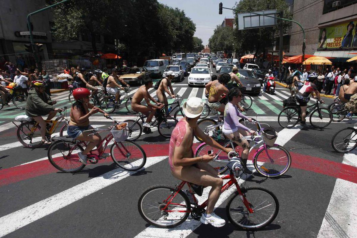 In pictures: Cyclists streak by for World Naked Bike Day ...