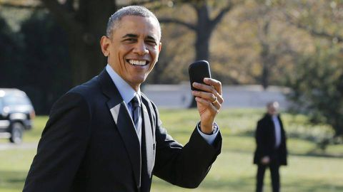 Obama won't leave home without it: Holds flight to retrieve BlackBerry