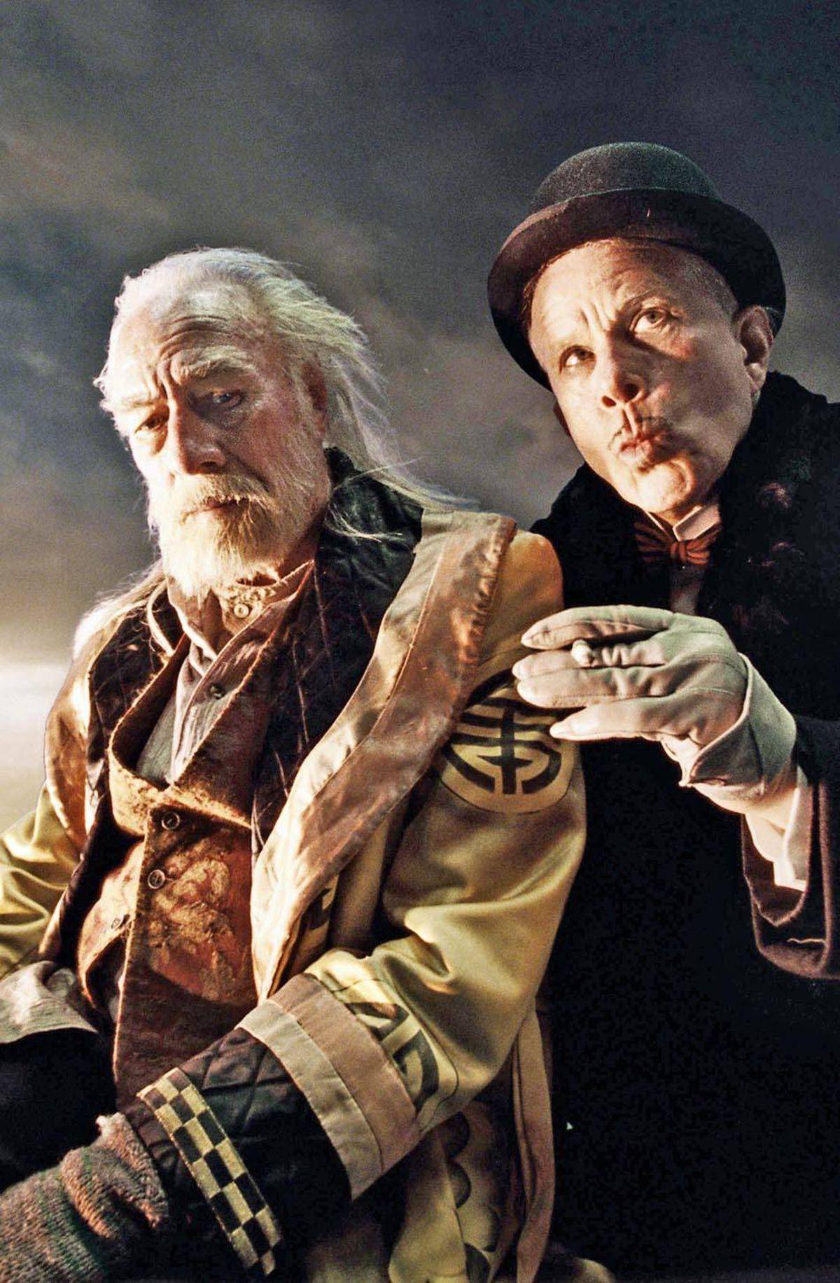Christopher Plummer and Tom Waits in The Imaginarium of Doctor Parnassus (2009).