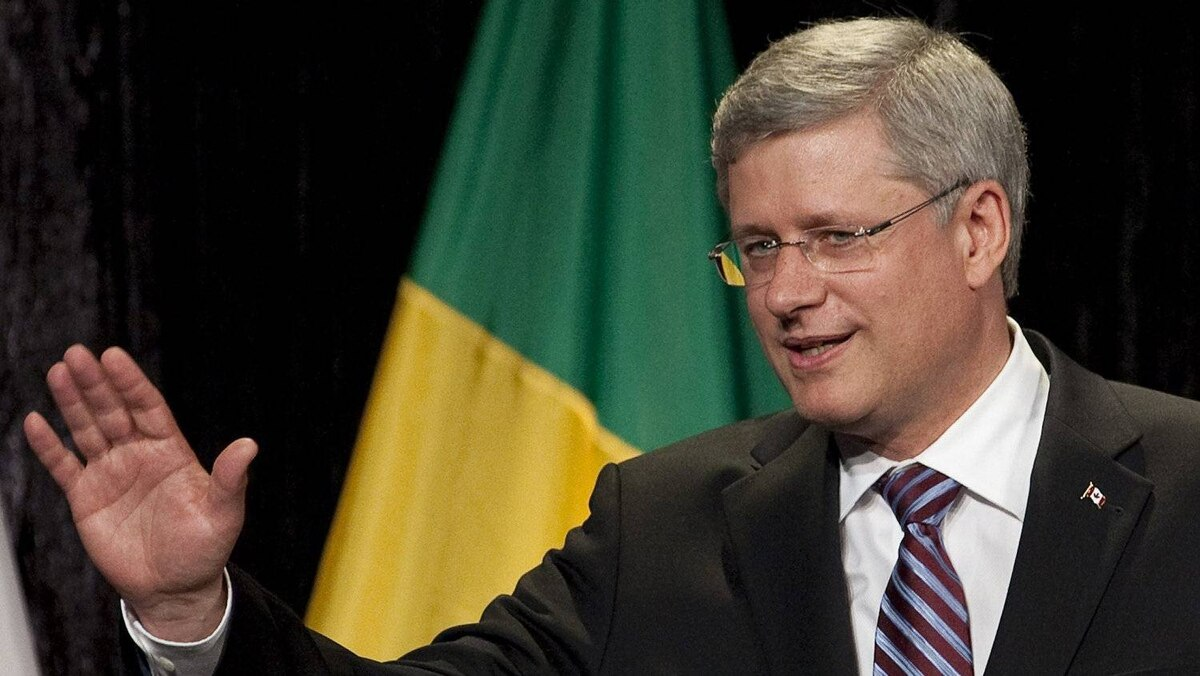 Prime Minister Stephen Harper waves following his speech to members of the business community in Sao Paulo, Brazil, on Tuesday, August 9, 2011. THE CANADIAN PRESS/Adrian Wyld