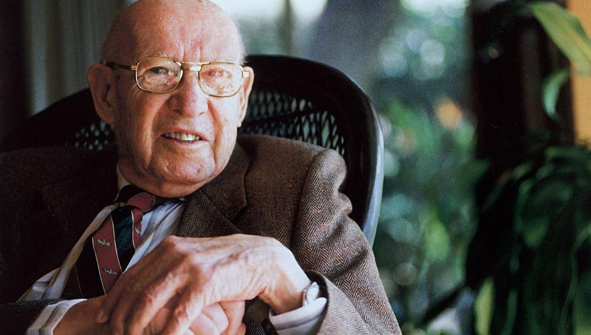 'What would Drucker Do Now?' celebrates the wisdom of late management guru Peter Drucker.
