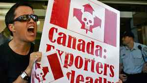 An anti-asbestos protester shouts outside the Canadian Consul-General's office in Sydney on Sept. 9, 2005.